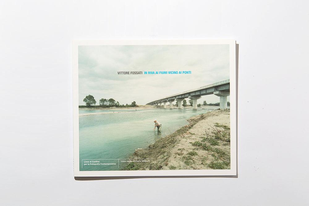 In riva ai fiumi vicino ai ponti